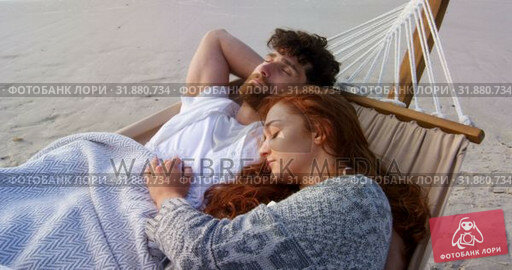 Купить «Front view of young romantic caucasian couple sleeping in hammock at beach on a sunny day 4k», видеоролик № 31880734, снято 14 ноября 2018 г. (c) Wavebreak Media / Фотобанк Лори