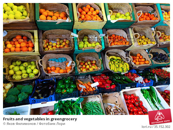 Fruits and vegetables in greengrocery. Стоковое фото, фотограф Яков Филимонов / Фотобанк Лори