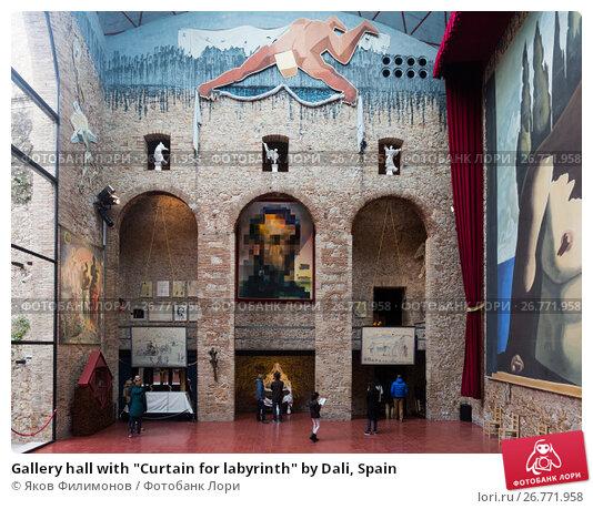 """Gallery hall with """"Curtain for labyrinth"""" by Dali, Spain, фото № 26771958, снято 3 января 2016 г. (c) Яков Филимонов / Фотобанк Лори"""