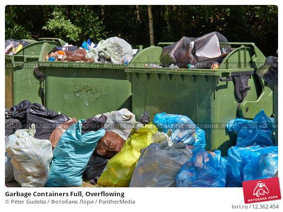 Купить «Garbage Containers Full, Overflowing», фото № 12362454, снято 24 февраля 2019 г. (c) PantherMedia / Фотобанк Лори
