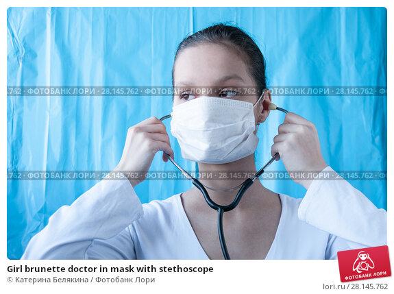 Купить «Girl brunette doctor in mask with stethoscope», фото № 28145762, снято 18 февраля 2018 г. (c) Катерина Белякина / Фотобанк Лори