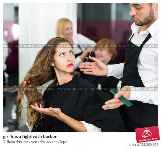girl has a fight with barber. Стоковое фото, фотограф Яков Филимонов / Фотобанк Лори