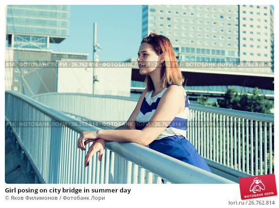 Купить «Girl posing on city bridge in summer day», фото № 26762814, снято 5 июля 2017 г. (c) Яков Филимонов / Фотобанк Лори