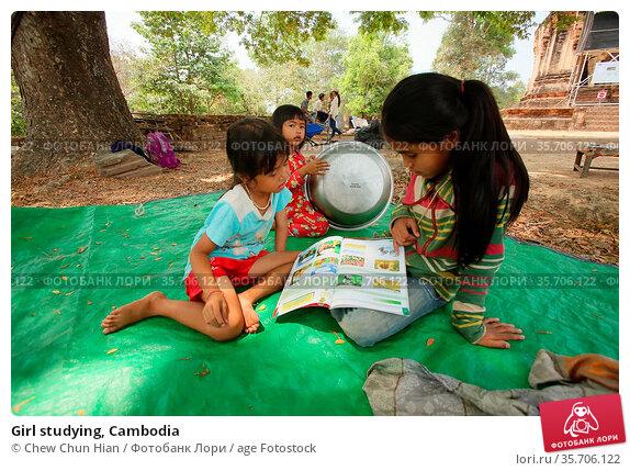 Girl studying, Cambodia (2014 год). Редакционное фото, фотограф Chew Chun Hian / age Fotostock / Фотобанк Лори