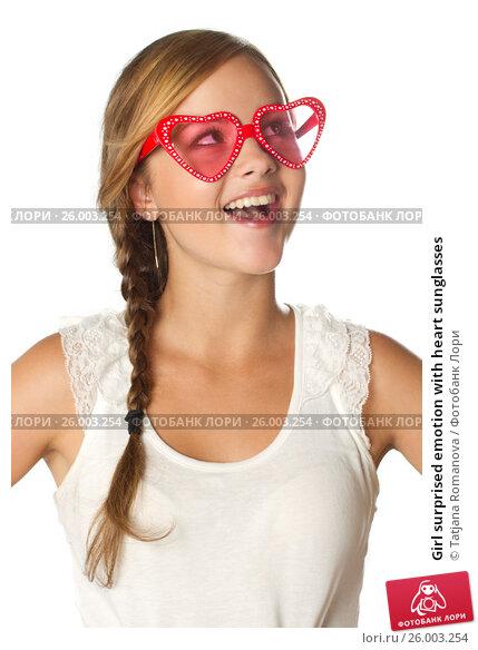Купить «Girl surprised emotion with heart sunglasses», фото № 26003254, снято 6 июля 2011 г. (c) Tatjana Romanova / Фотобанк Лори
