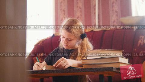 Купить «Girl teen doing lessons at home», видеоролик № 28163698, снято 22 марта 2018 г. (c) Константин Шишкин / Фотобанк Лори