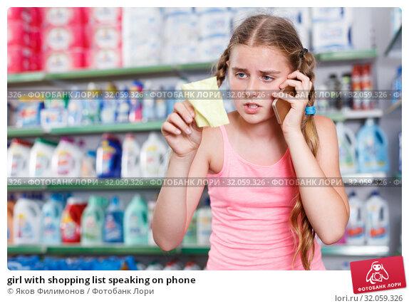 girl with shopping list speaking on phone. Стоковое фото, фотограф Яков Филимонов / Фотобанк Лори