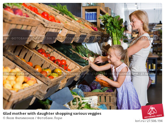 Купить «Glad mother with daughter shopping various veggies», фото № 27506194, снято 19 ноября 2018 г. (c) Яков Филимонов / Фотобанк Лори