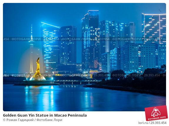 Купить «Golden Guan Yin Statue in Macao Peninsula», фото № 29393454, снято 5 февраля 2015 г. (c) Роман Гадицкий / Фотобанк Лори