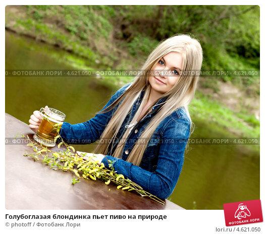 фото блондинка голубоглазая на природе