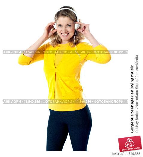 Купить «Gorgeous teenager enjoying music», фото № 11540386, снято 16 октября 2019 г. (c) PantherMedia / Фотобанк Лори