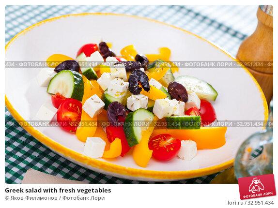 Greek salad with fresh vegetables. Стоковое фото, фотограф Яков Филимонов / Фотобанк Лори