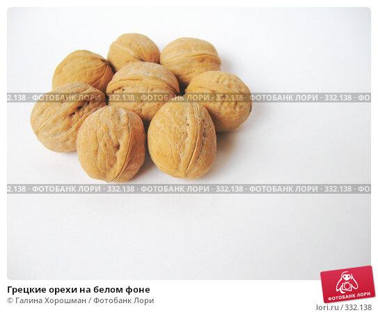 Грецкие орехи на белом фоне, фото № 332138, снято 10 июня 2008 г. (c) Галина Хорошман / Фотобанк Лори