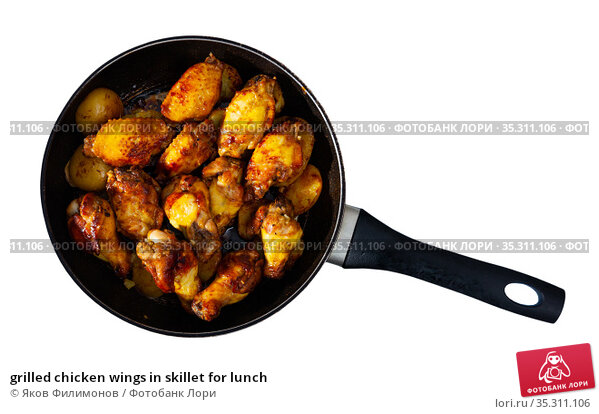 grilled chicken wings in skillet for lunch. Стоковое фото, фотограф Яков Филимонов / Фотобанк Лори
