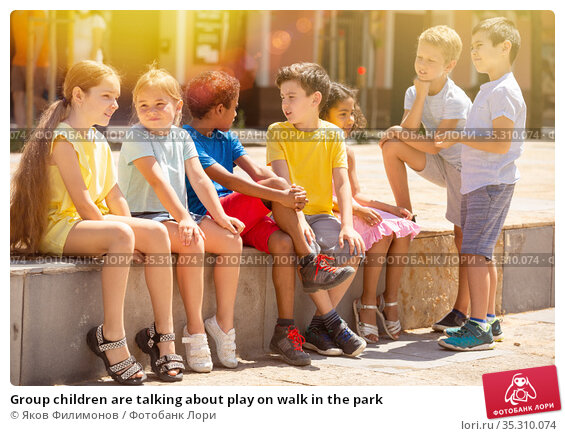 Group children are talking about play on walk in the park. Стоковое фото, фотограф Яков Филимонов / Фотобанк Лори