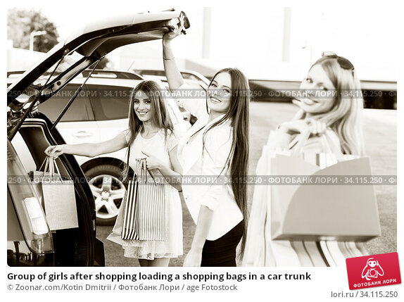 Купить «Group of girls after shopping loading a shopping bags in a car trunk», фото № 34115250, снято 11 июля 2020 г. (c) age Fotostock / Фотобанк Лори