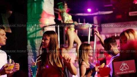 Купить «Group of smiling people clubbing in the night club with drinks», видеоролик № 27194058, снято 7 сентября 2017 г. (c) Яков Филимонов / Фотобанк Лори