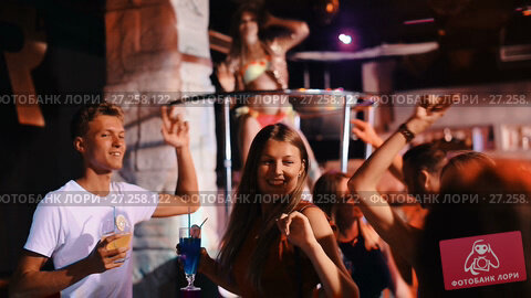 Купить «Group of smiling people clubbing in the night club with drinks», видеоролик № 27258122, снято 7 сентября 2017 г. (c) Яков Филимонов / Фотобанк Лори