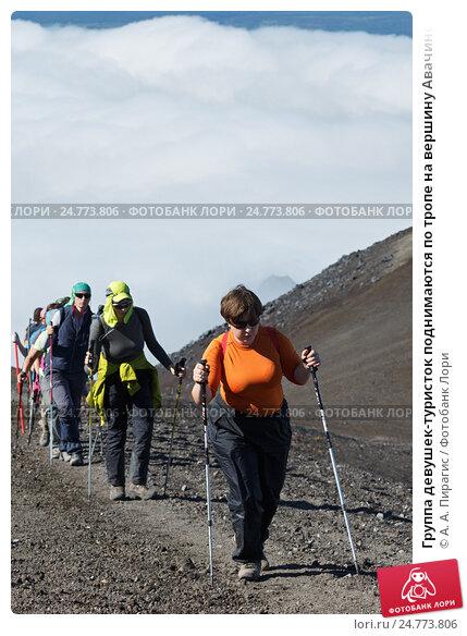 Купить «Группа девушек-туристок поднимаются по тропе на вершину Авачинского вулкана», фото № 24773806, снято 7 августа 2014 г. (c) А. А. Пирагис / Фотобанк Лори