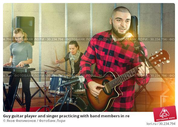 Купить «Guy guitar player and singer practicing with band members in re», фото № 30234794, снято 26 октября 2018 г. (c) Яков Филимонов / Фотобанк Лори