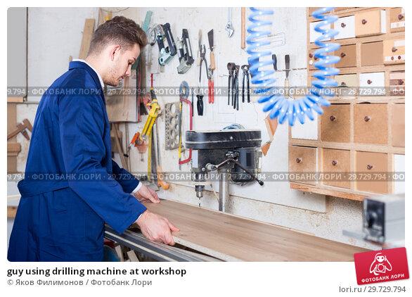 Купить «guy using drilling machine at workshop», фото № 29729794, снято 7 ноября 2016 г. (c) Яков Филимонов / Фотобанк Лори