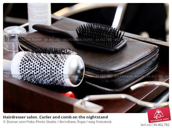 Hairdresser salon. Curler and comb on the nightstand. Стоковое фото, фотограф Zoonar.com/Yeko Photo Studio / easy Fotostock / Фотобанк Лори