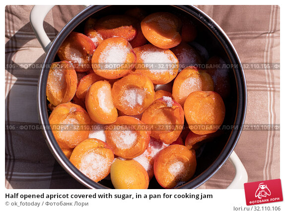 Купить «Half opened apricot covered with sugar, in a pan for cooking jam», фото № 32110106, снято 3 июля 2019 г. (c) ok_fotoday / Фотобанк Лори