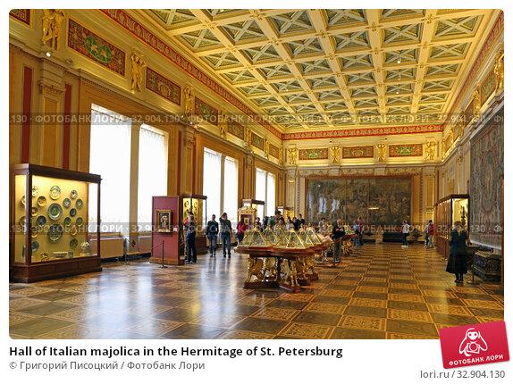 Hall of Italian majolica in the Hermitage of St. Petersburg (2017 год). Редакционное фото, фотограф Григорий Писоцкий / Фотобанк Лори