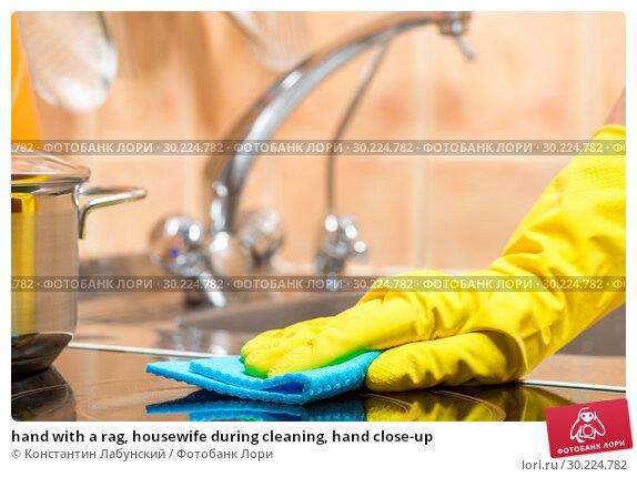 Купить «hand with a rag, housewife during cleaning, hand close-up», фото № 30224782, снято 9 июля 2016 г. (c) Константин Лабунский / Фотобанк Лори