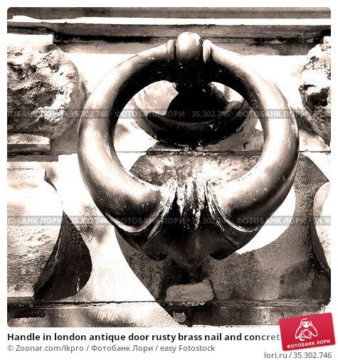 Handle in london antique door rusty brass nail and concrete. Стоковое фото, фотограф Zoonar.com/lkpro / easy Fotostock / Фотобанк Лори