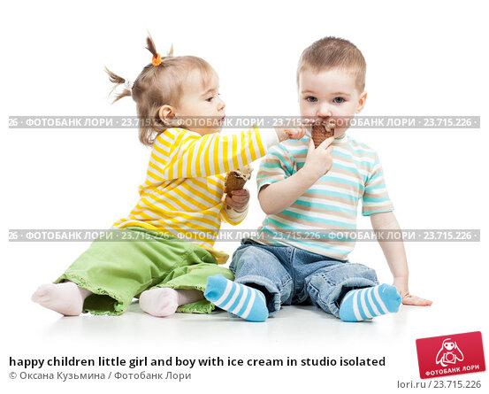 Купить «happy children little girl and boy with ice cream in studio isolated», фото № 23715226, снято 9 марта 2012 г. (c) Оксана Кузьмина / Фотобанк Лори