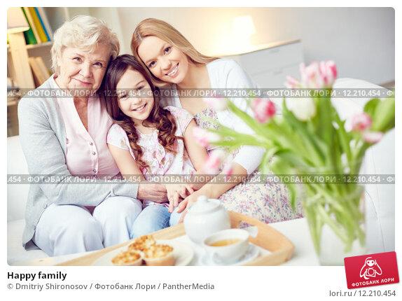 Купить «Happy family», фото № 12210454, снято 28 мая 2020 г. (c) PantherMedia / Фотобанк Лори