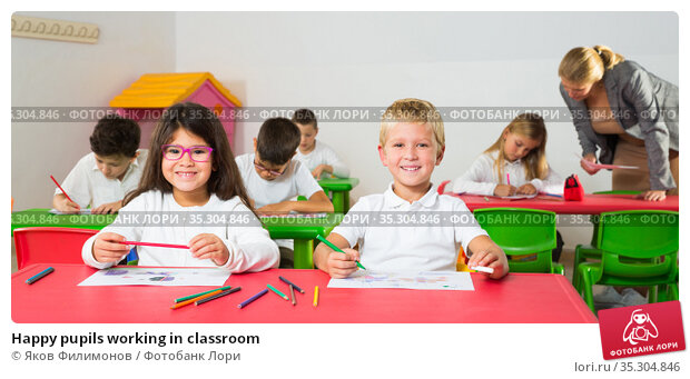 Happy pupils working in classroom. Стоковое фото, фотограф Яков Филимонов / Фотобанк Лори