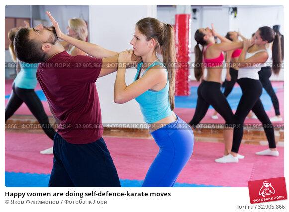 Happy women are doing self-defence-karate moves. Стоковое фото, фотограф Яков Филимонов / Фотобанк Лори
