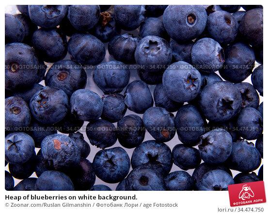Heap of blueberries on white background. Стоковое фото, фотограф Zoonar.com/Ruslan Gilmanshin / age Fotostock / Фотобанк Лори