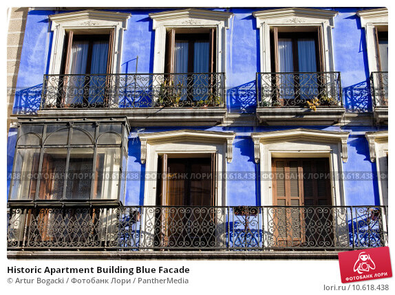 Historic Apartment Building Blue Facade. Стоковое фото, фотограф Artur Bogacki / PantherMedia / Фотобанк Лори