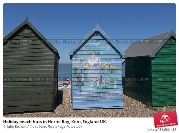 Holiday beach huts in Herne Bay, Kent,England,UK. Стоковое фото, фотограф Julio Etchart / age Fotostock / Фотобанк Лори
