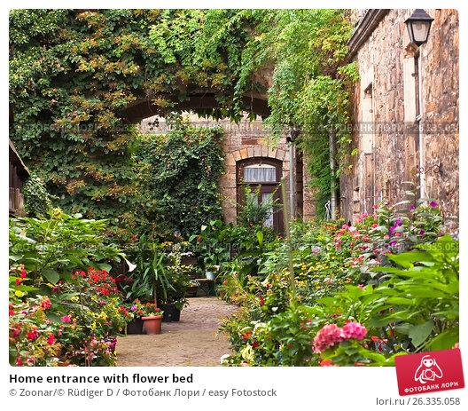 Купить «Home entrance with flower bed», фото № 26335058, снято 24 марта 2018 г. (c) easy Fotostock / Фотобанк Лори