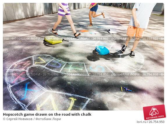 Hopscotch game drawn on the road with chalk, фото № 26754950, снято 17 июня 2017 г. (c) Сергей Новиков / Фотобанк Лори