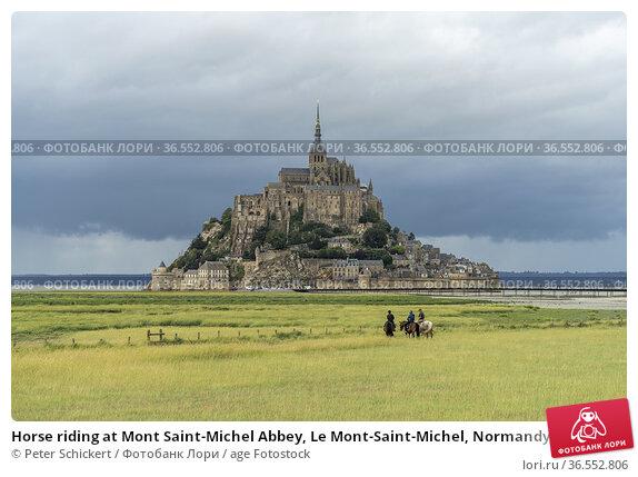 Horse riding at Mont Saint-Michel Abbey, Le Mont-Saint-Michel, Normandy... Стоковое фото, фотограф Peter Schickert / age Fotostock / Фотобанк Лори