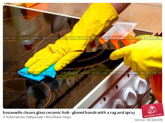 Купить «housewife cleans glass ceramic hob - gloved hands with a rag and spray», фото № 30324478, снято 9 июля 2016 г. (c) Константин Лабунский / Фотобанк Лори