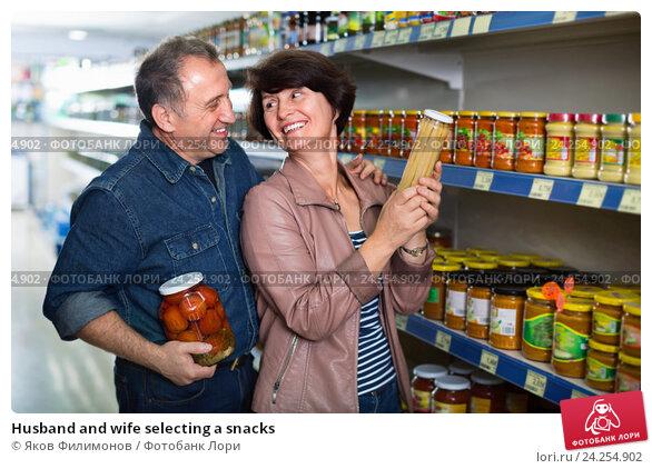 Купить «Husband and wife selecting a snacks», фото № 24254902, снято 23 февраля 2019 г. (c) Яков Филимонов / Фотобанк Лори