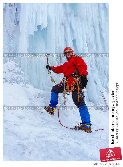 Купить «Ice climber climbing a glacier», фото № 29942330, снято 2 февраля 2019 г. (c) Евгений Харитонов / Фотобанк Лори