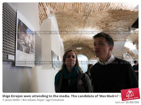 Iñigo Errejon seen attending to the media. The candidate of 'Mas Madrid' to the Community, Iñigo Errejon, visits the exhibition 'Madrid, how good you are!' from photographer Javier Marquerie. (2019 год). Редакционное фото, фотограф Jesús Hellín / age Fotostock / Фотобанк Лори