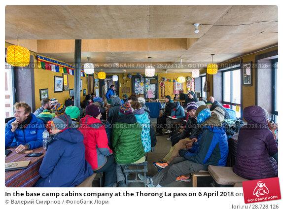 Купить «In the base camp cabins company at the Thorong La pass on 6 April 2018 on the track around Annapurna, Nepal», фото № 28728126, снято 6 апреля 2018 г. (c) Валерий Смирнов / Фотобанк Лори