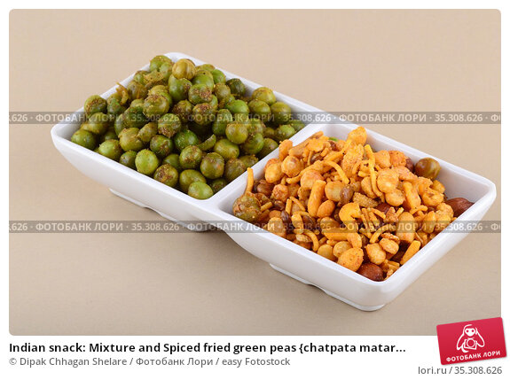 Indian snack: Mixture and Spiced fried green peas {chatpata matar... Стоковое фото, фотограф Dipak Chhagan Shelare / easy Fotostock / Фотобанк Лори