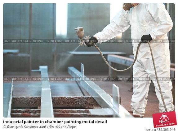 Купить «industrial painter in chamber painting metal detail», фото № 32303946, снято 24 июля 2019 г. (c) Дмитрий Калиновский / Фотобанк Лори