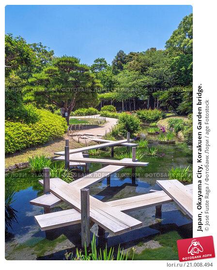 Купить «Japan, Okayama City, Korakuen Garden bridge.», фото № 21008494, снято 26 мая 2015 г. (c) age Fotostock / Фотобанк Лори
