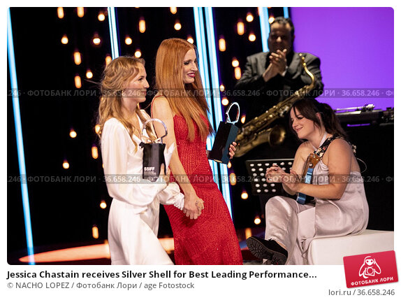 Jessica Chastain receives Silver Shell for Best Leading Performance... Редакционное фото, фотограф NACHO LOPEZ / age Fotostock / Фотобанк Лори