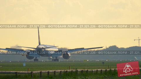 Купить «Jet Airways Boeing 777 landing», видеоролик № 27321226, снято 25 июля 2017 г. (c) Игорь Жоров / Фотобанк Лори